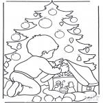 Kerst Kleurplaten - Jongen bij kerstboom
